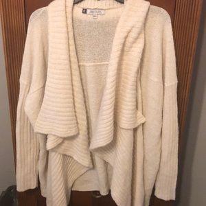 Shimmer ruffled Jennifer Lopez sweater!!✨